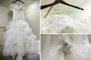 Gorgeous used wedding dress