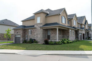 ANCASTER TOWNHOME - 3 BED - 2.5 BATH