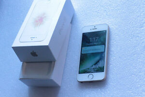 Apple iPhone SE / Gold / Works on Bell and Virgin / 16gb