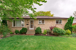 NEW LISTING! 199 PACIFIC - AMHERSTBURG REAL ESTATE FOR SALE!