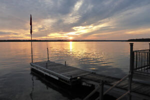 Bobcaygeon-Pigeon Lake Front Cottage & Dock Wifi HDTV Boat Lift