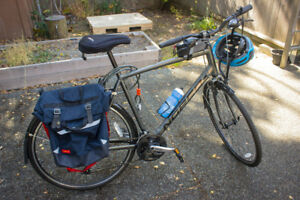 """Almost new Norco 22"""" VFR 6 w/ accessories"""