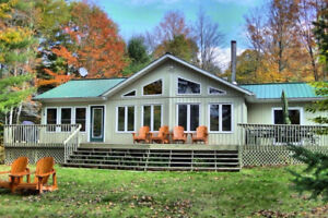 EASTERN ONTARIO COTTAGE WITH HOT TUB AVAILABLE THIS FALL