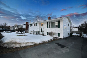 **PERFECT FAMILY HOME IN STELLAR SACKVILLE AREA!!**