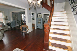 Just reduced! Beautiful home in the heart of Hampton