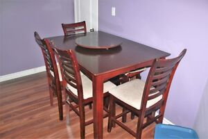 EXTENDABLE DINNING/BREAKFAST WITH TURNTABLE AND 4 CHAIRS