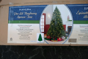 7 1/2  'pre-lit, 700 LED lights, Bayberry Spruce Tree, new in bo