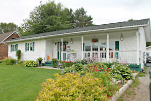 OPEN HOUSE SUN SEPT 17-Large bungalow in great west end area