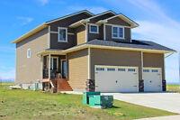 Pincher Creek-Custom Built House -- Three car garage!!