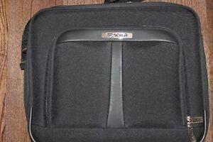 Tracker Laptop carry case Kingston Kingston Area image 2