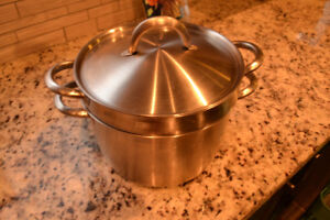 "BRAND NEW IKEA 9"" Stainless Steel Cooking Pot With Colander"