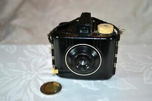 Antique/Antiquité:   Caméra Baby Brownie Special 1942