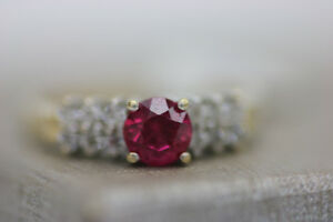 **GORGEOUS** 10k Yellow Gold Ruby Ring Size 6 (#1978)