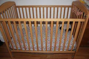 Lit pour bébé GRATUIT+chiase huate+tapis