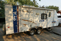 2009 Dutchmen Cub 28' Hybrid Travel Trailer