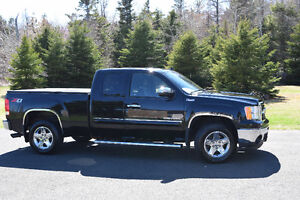 REDUCED 2011 GMC Sierra 1500 SLT Pickup Truck