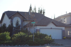PRICE REDUCED!!! Beautiful Corner Lot House @ Pinnacle Area