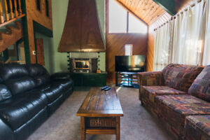 Fully Equipped Blue Mountain Chalet - short walk to slopes
