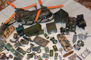 LOT MILITARY VEHICLES - SMALL SOLDIERS - LOTS OF ACCESSORIES Kitchener / Waterloo Kitchener Area image 2