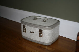 Vintage Make-up / Train travel small suitcase.