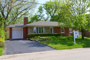 Dundas bungalow ravine lot fully updated