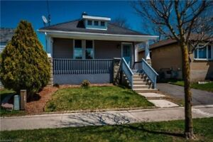 Charming Bungalow on a quiet street! 6876485