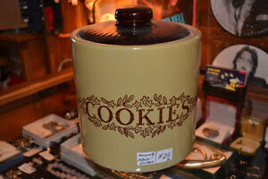 VINTAGE COOKIE JAR: MONMOUTH POTTERY 891 FRONT RD. LASALLE Windsor Region Ontario image 1