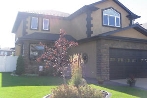 EXECUTIVE HOUSE WITH A DOUBLE GARAGE and 6 appliances incl.