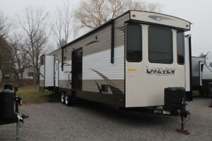 2017 Breckenridge Lakeview 441QB Park Model