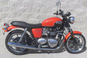 Bonneville SE - very low mileage