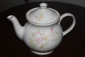 Teapot made in England (like new condition)