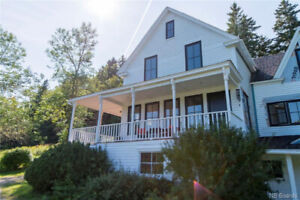 2.4 ACRES, BARN, HIGH END HOME RENOS & WATERFRONT!