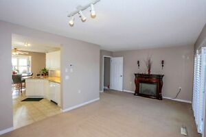 Move in Condition, End unit with walkout. London Ontario image 3