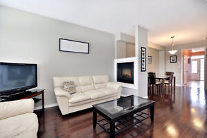 Beautiful 3-Bdr Waterdown Townhouse - Close to High School