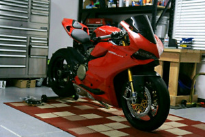 2013 Ducati Panigale 1199 ( low kms)