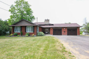 4-LEVEL BACKSPLIT IN WELLAND WITH BACKYARD OASIS & DOCK!