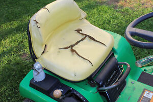 SABRE LAWN TRACTOR FOR SALE $350 London Ontario image 4