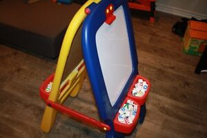 Crayola Drawing Easel (GOOD CONDITION)