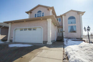 *LARGE 2-STOREY HOME*DOUBLE ATTACHED GARAGE*LUXURIOUS 5 PC BATH*