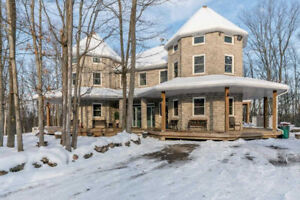 Stunning Custom Built 5+2BR6WR Home in Simcoe For Sale!
