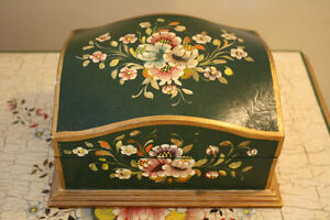 Peruvian Box with Handpainted Greek Crackle & Bouquets Peterborough Peterborough Area image 1