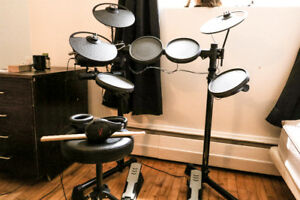 Yamaha DTX 400 Electric Drum Batterie + Throne