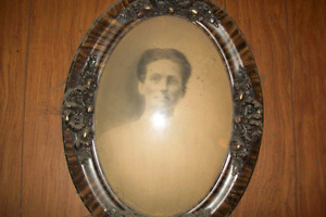 Wanted Oval Picture Frame with Bubble Glass