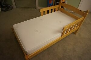 Toddler bed w/ 2 yr old mattress