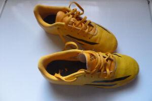 Adidas indoor soccer cleats - Size 4 boys