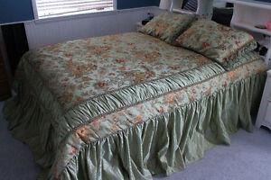 Queen Size Comforter, Shams & Sheet Set, Mint Green, Like New!