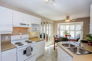 Move in Condition, End unit with walkout. London Ontario image 4