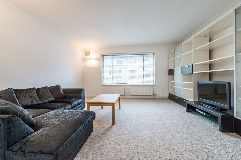 JUST CAME ON THE MARKET *** SPACIOUS TWO DOUBLE BEDROOM FLAT ***