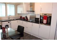 *PERFECT FOR 3 SHARERS!* Empty 3 bedroom apartment with all 3 rooms available.