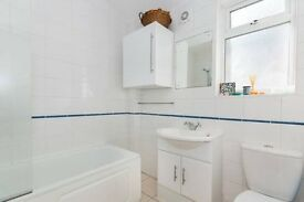 NICE DOUBLE ROOM WITH YOUR OWN BATHROOM-CHEAP!-SHAKLETON LODGE!